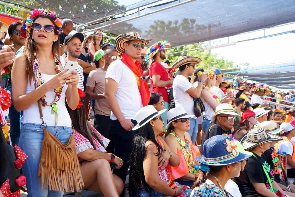 16 carnaval crowd sm