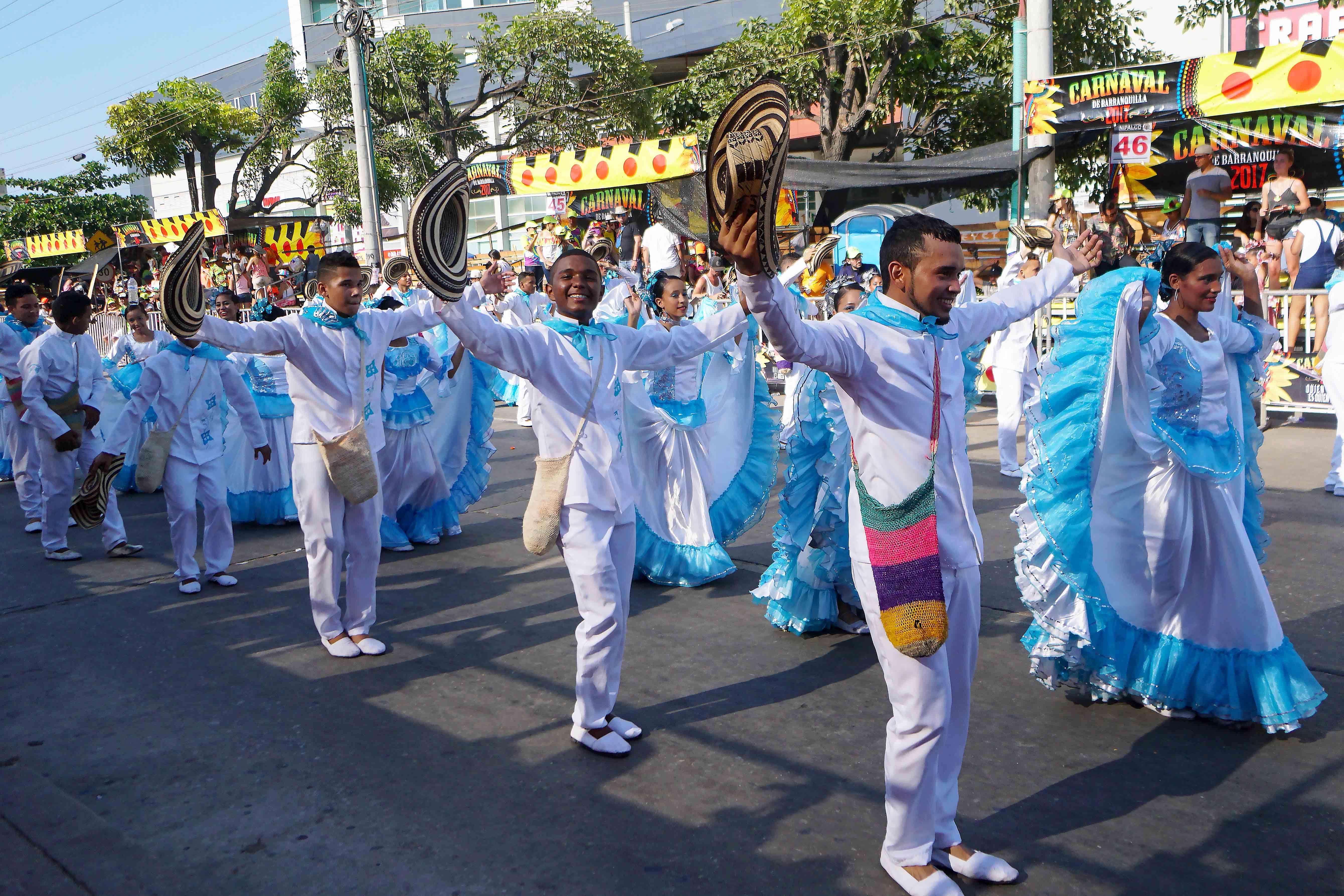 51 Carnaval Hats in Air Dancing sm