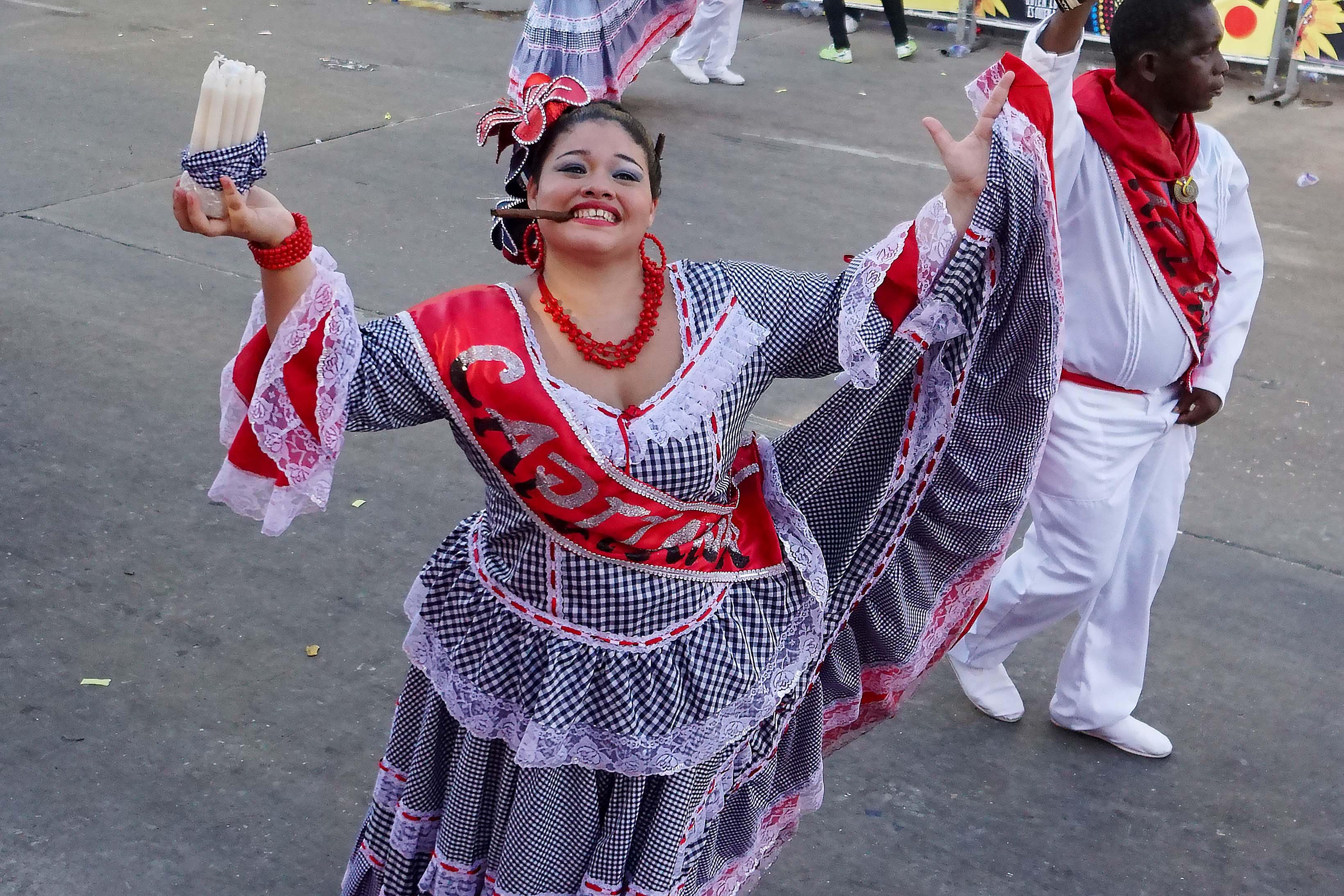 58 Carnaval Mujer cigar sm