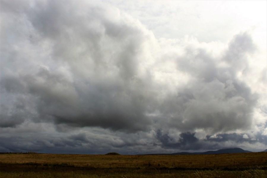 Il sole fa capolino tra le nubi delle Isole Orcadi