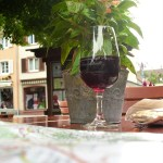 Sorseggiando vino rosso a Staufen