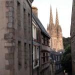 Quimper - Quimper-strade-di-sera-e-cattedrale.jpg