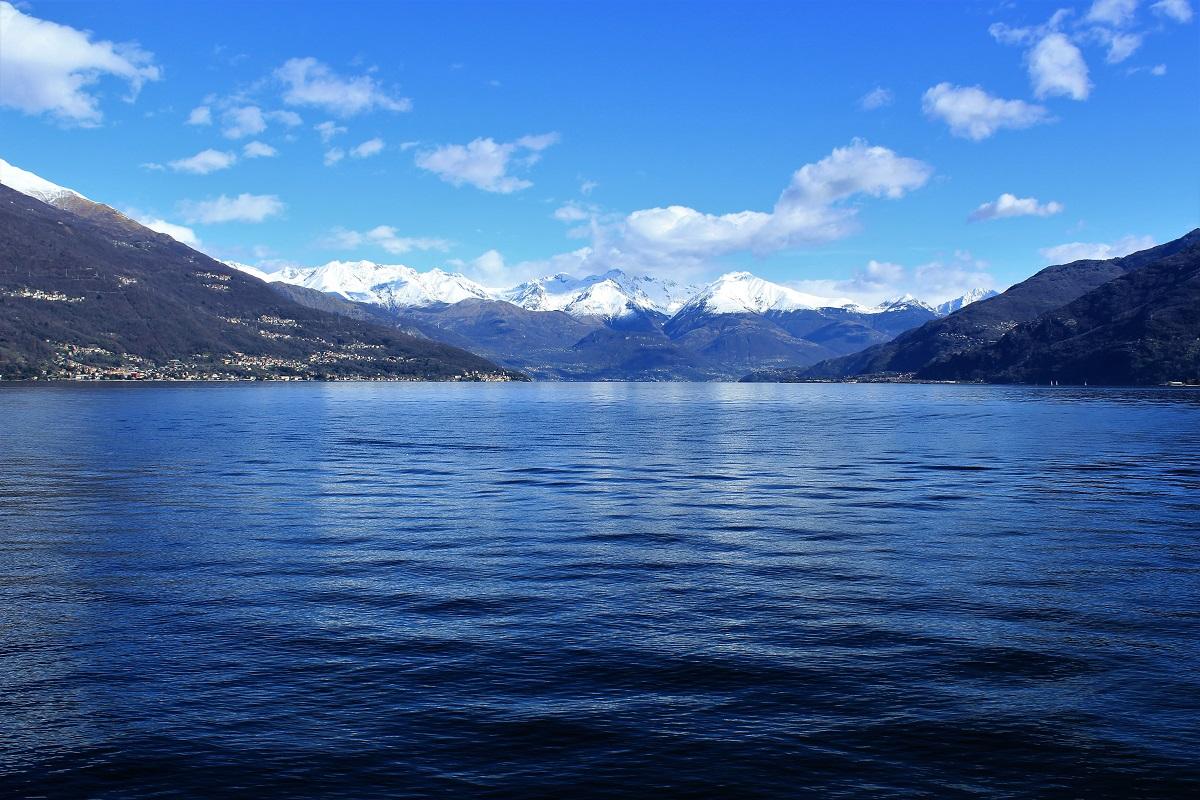 Traghetto da varenna a menaggio lago di como