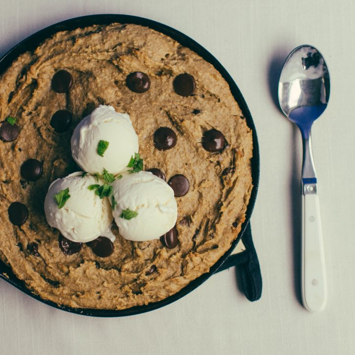 skillet cookie top view