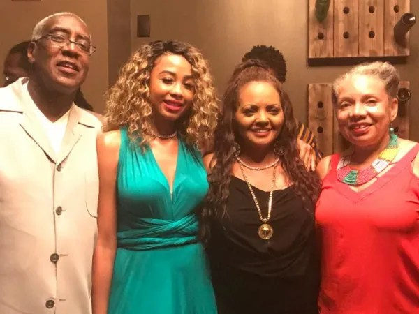 from left to right: Curtis Symonds (MOBE) Ashley Jones and Sylvia Johnson (Combined Insurance), Yvette Moyo (MOBE)