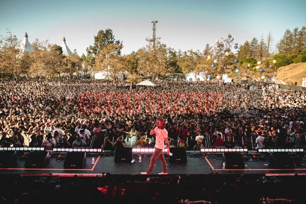 Lil Pump Turns Up With Die-hard Fans at the Wave Stage (Credit: Aaron Ricketts)