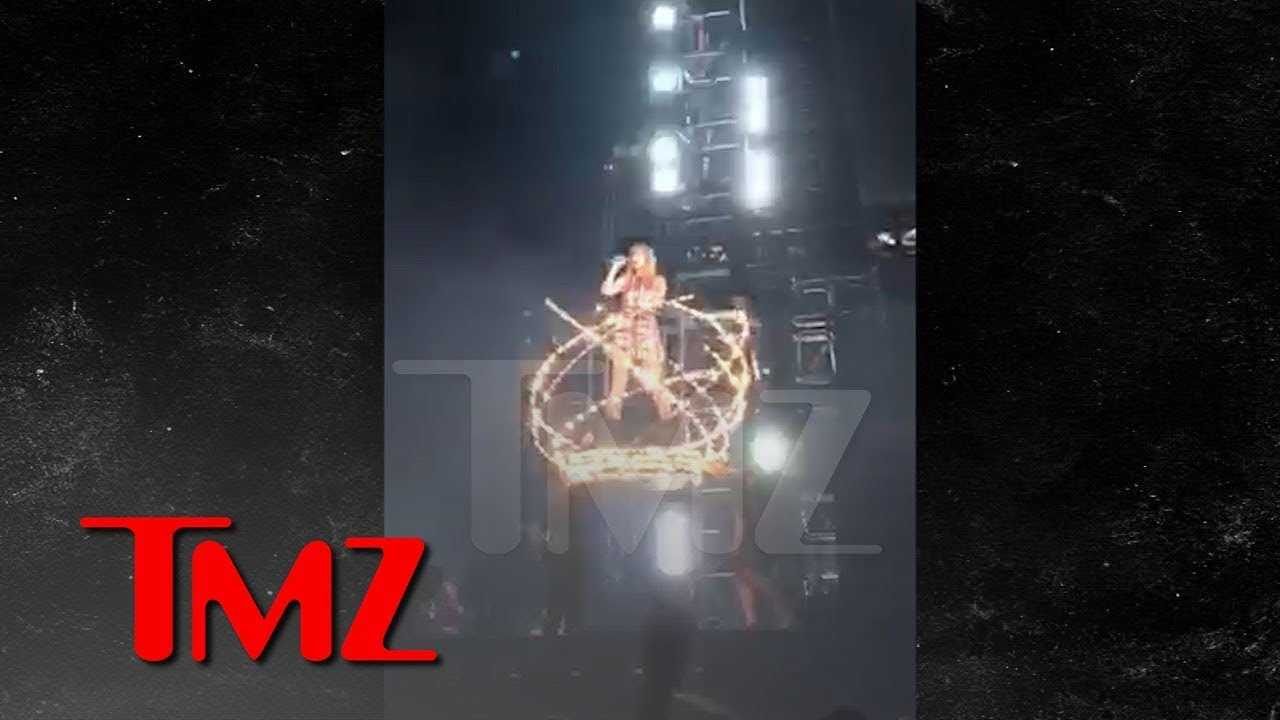 Taylor Swift Experiences Stage Malfunction During Philadelphia Concert | TMZ