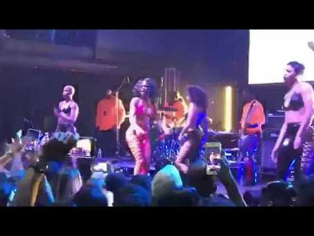 Singer Teyana Taylor Wig came off during performance