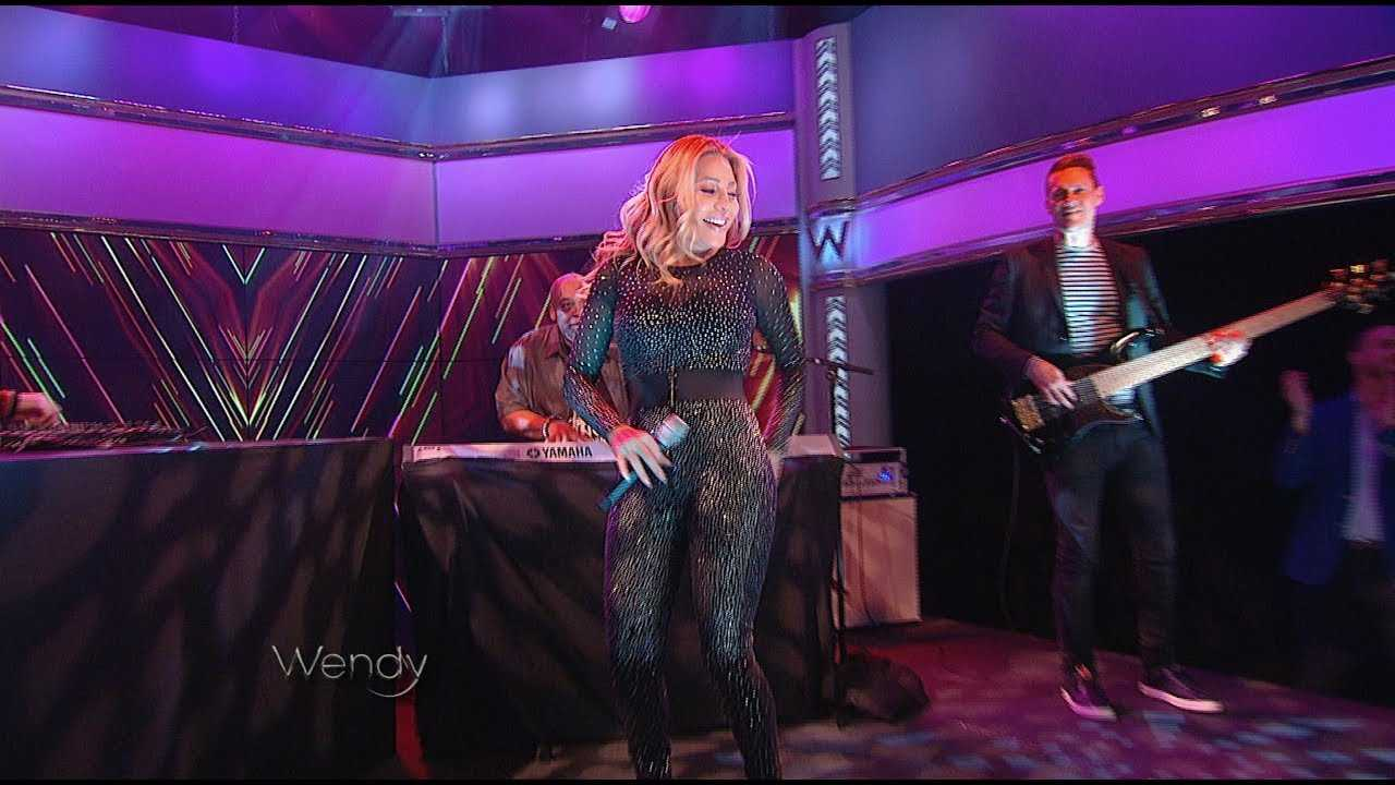 """Taylor Dayne Performs """"Tell It To My Heart"""""""