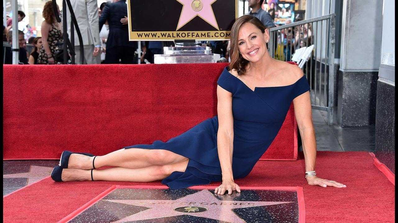 Jennifer Garner Pays Emotional Tribute to Her Kids While Receiving Star on the Walk of Fame Watc…