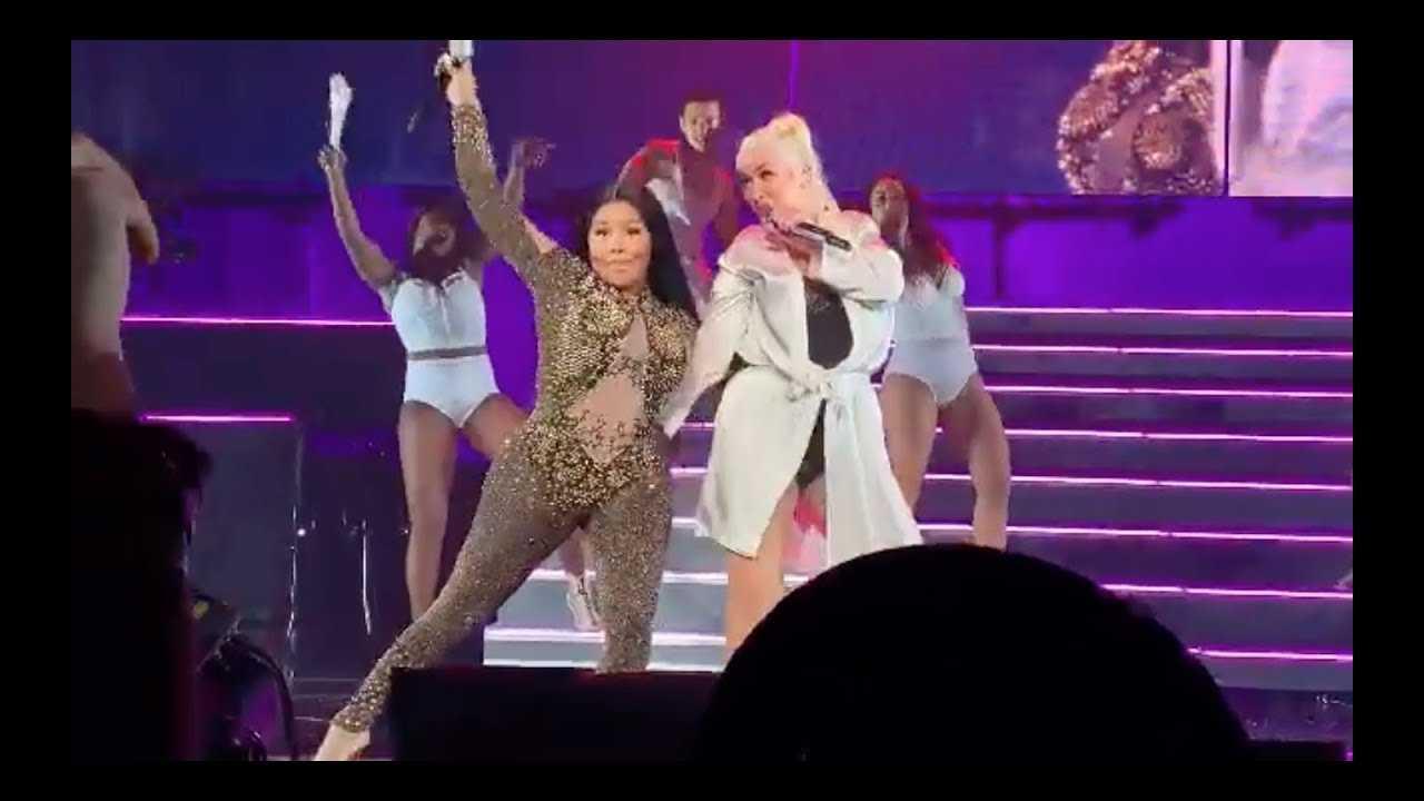 Christina Aguilera Brings Out Lil' Kim at NYC Concert [Lady Marmalade]