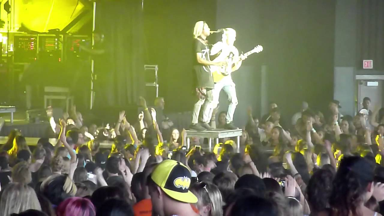 """MIKE POSNER PERFORMING """"I TOOK A PILL IN IBIZA"""" LIVE IN NJ [VIDEO]"""