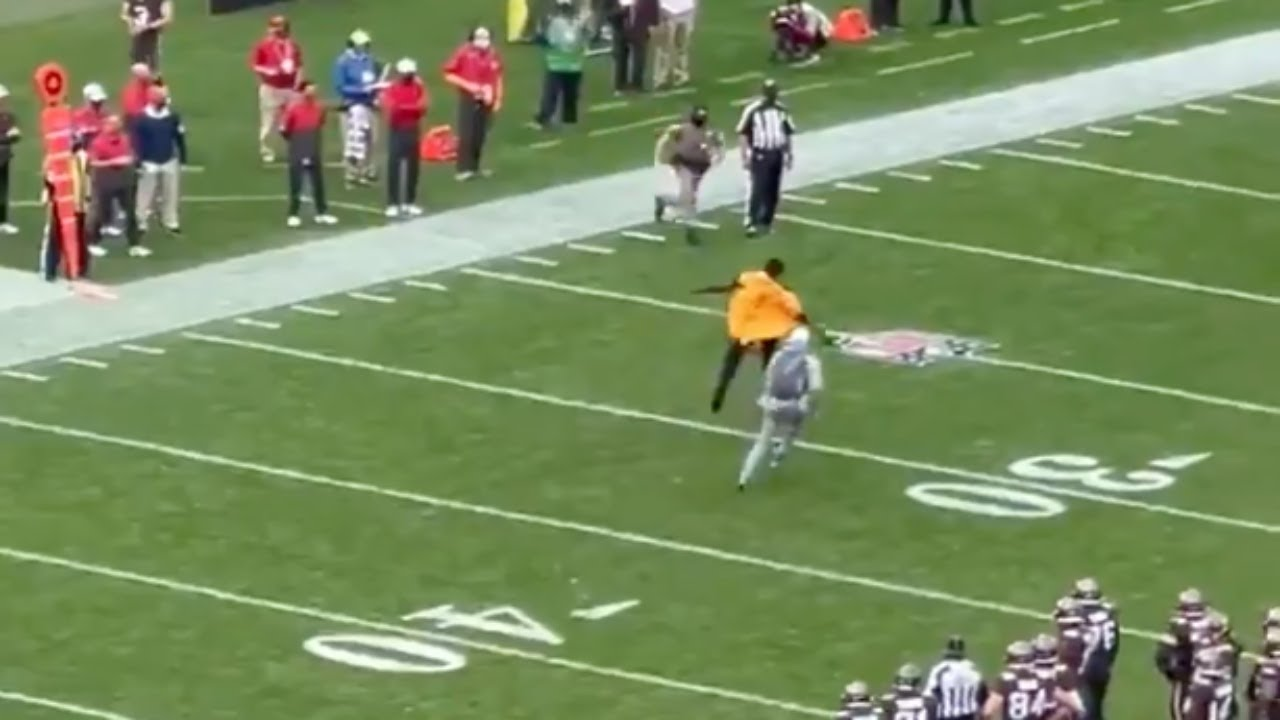 Bucs Fan Totally Ignores Pandemic Protocols, Runs Onto Field During Game vs Falcons