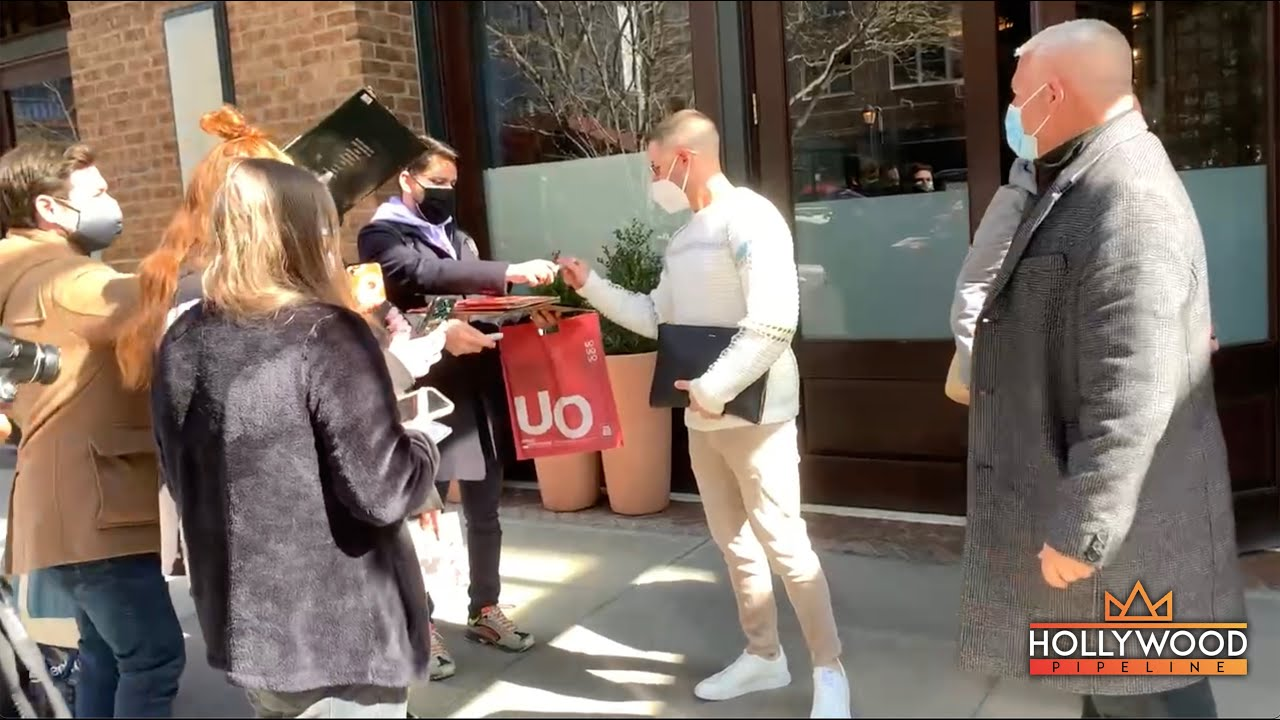 Nick Jonas signs autographs for fans ahead of SNL Rehearsals
