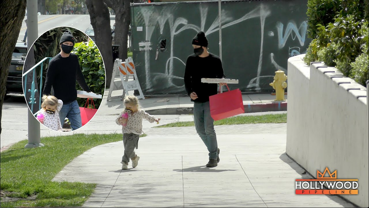 """Breaking Bad"" Aaron Paul being an awesome dad for one minute straight in Los Angeles"