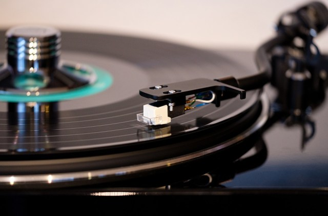 How to Listen to Turntables in Your RV