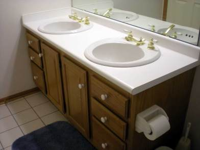 Antique-Brass-Bathroom-Faucets-With-White-Ceramic-Floor