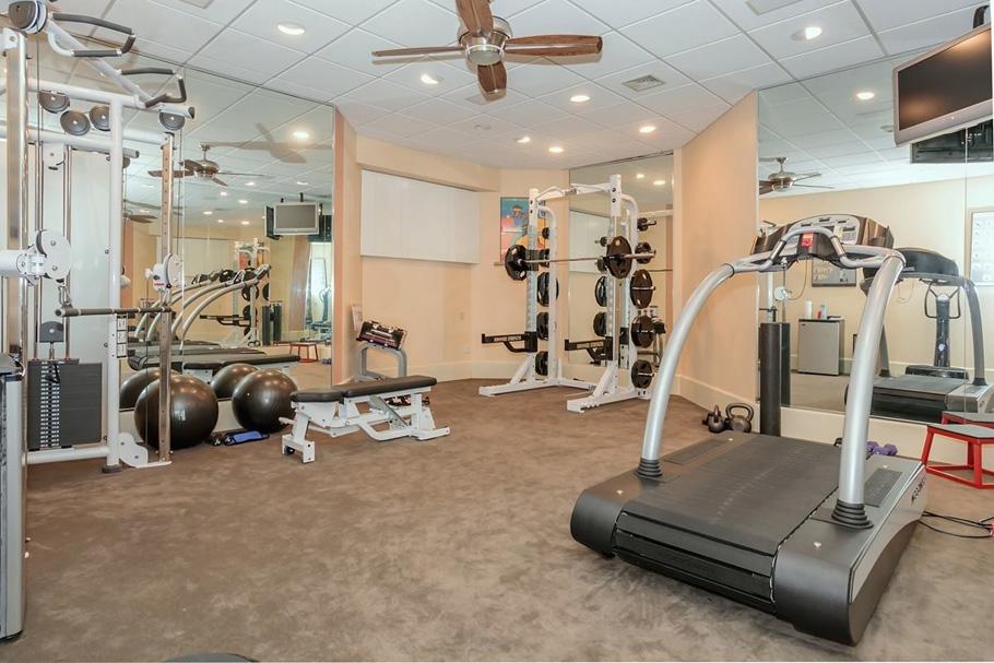 fitnessroom_1200