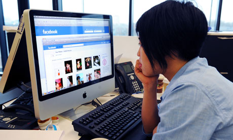 doctors faceboo - 5 Things Medical Professionals Should Consider Before Using Facebook