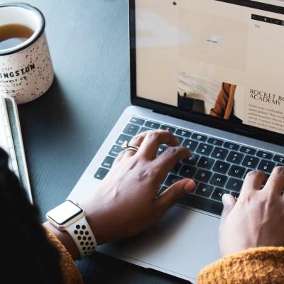 How to embed social media links on WordPress