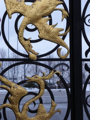 Cool dragons on the gate
