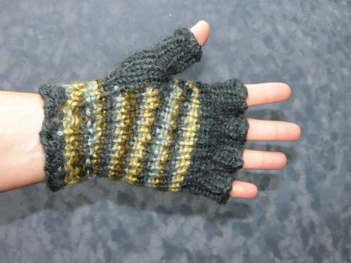 palm-side-half-fingered-stripey-gloves