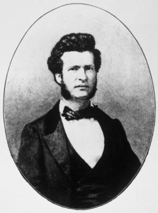 In this photo, Samuel Clemens (circa 1859, around 23 years old) appears as he would have during his two weeks of service in the Confederate army in 1861. Photo via Smithsonian Magazine.