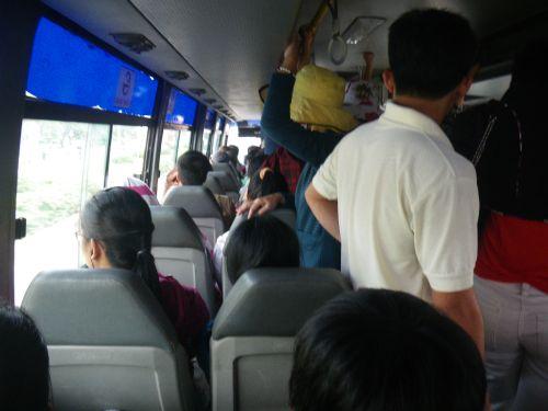 616番のバスの中
