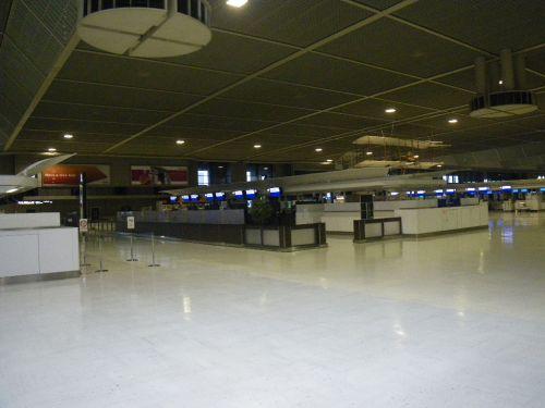 朝の成田空港