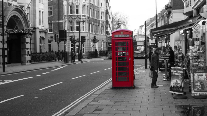london wallpaper black and white red