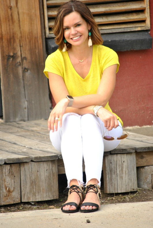 yellow-tee-white-jeans-sandals