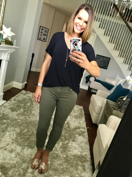 Olive jeans are incredibly versatile (you can wear them like you would any neutral). In this post you will find 5 olive jeans outfits that will have you rushing out to get your own pair.
