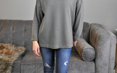 My New Favorite Outfit – Distressed Jeans, Olive Tunic and Gold Kicks