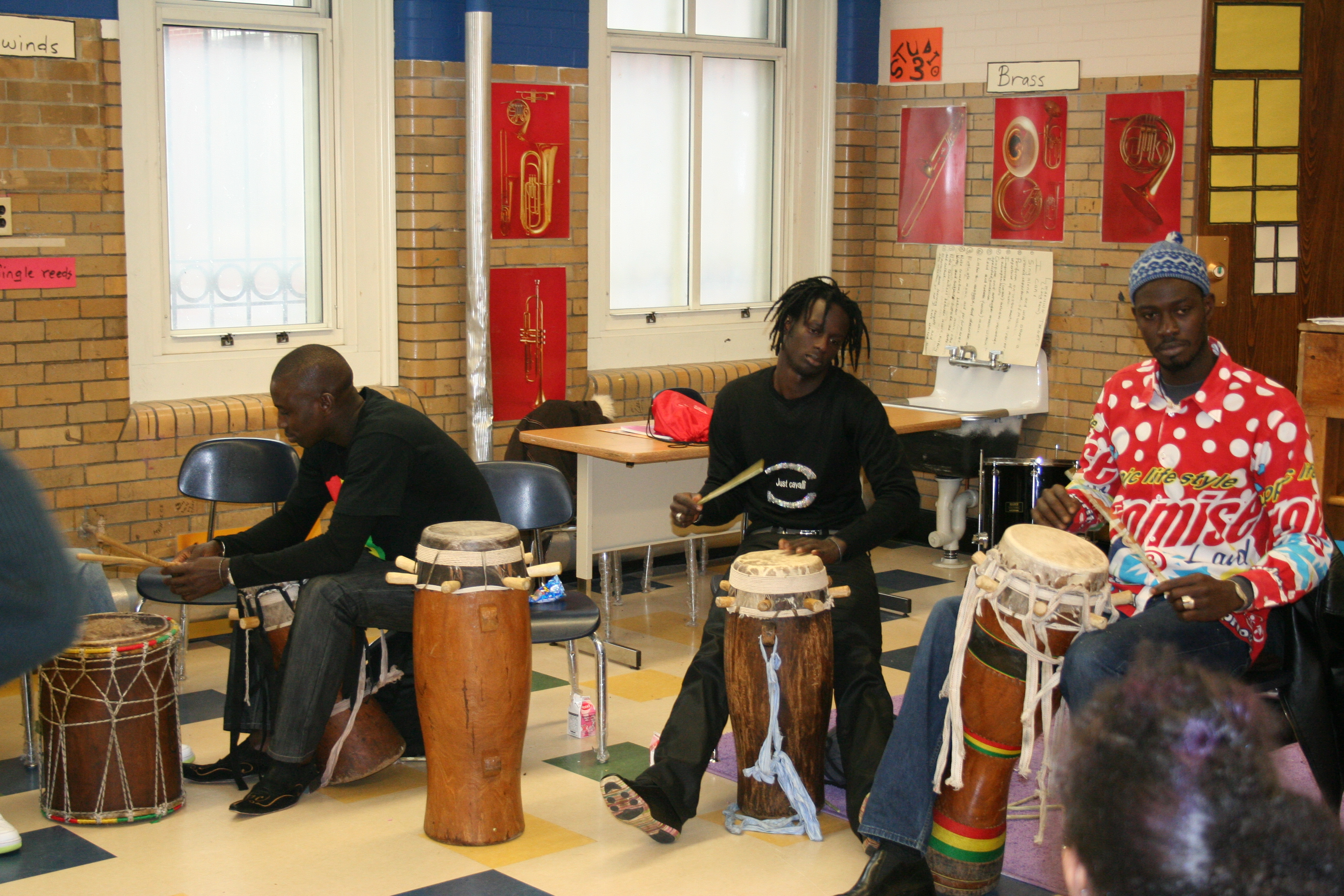 Moustapha teaching a rhythm to the students.