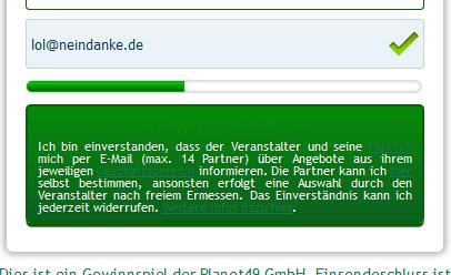 """Dreist: der Hinweis-Link für """"Partner"""" und """"Geschäftsbereich"""" verschwindet optisch auf dem grünen Hintergrund"""