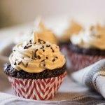 vegan chocolade cupcakes met vegan koffiemousse