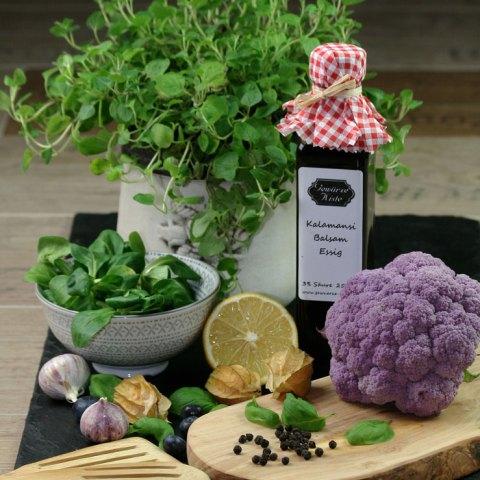 Kalamansi-Balsam-Essig und Salat