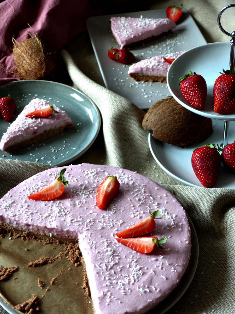 No bake Cheesecake vegan Rezept Strawberry Erdbeeren Käsekuchen Rawcake Rohkost zuckerfrei