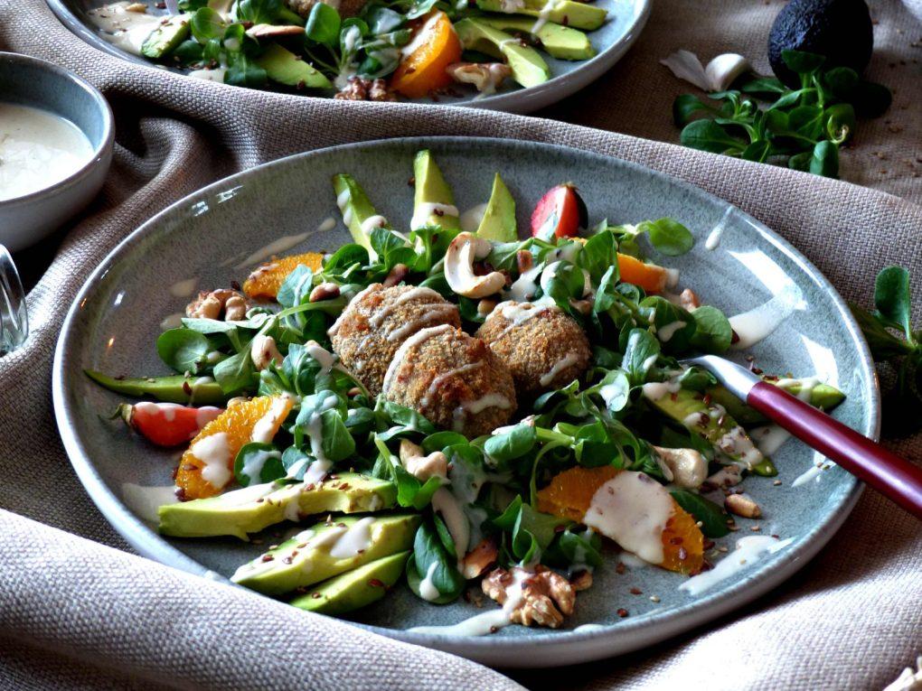 Frischer Salat mit Tahini und Pilzen vegan Rezept