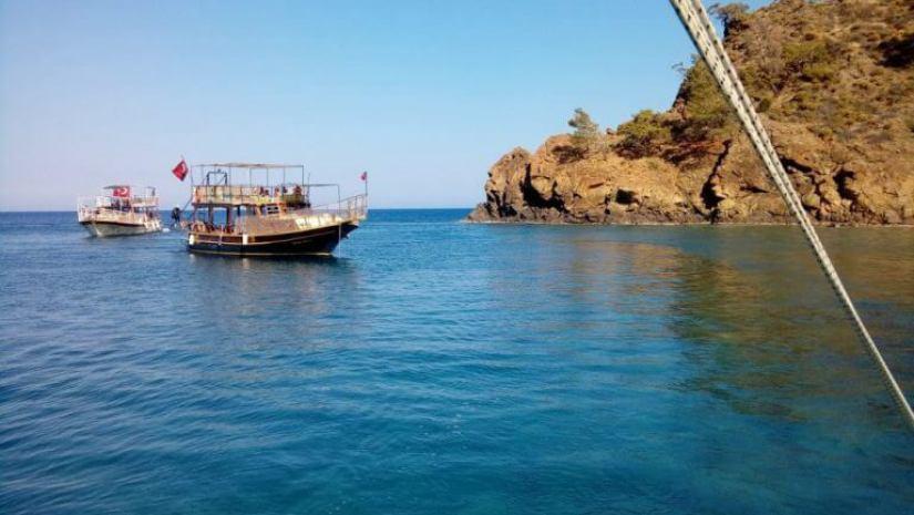 Adrasan Sulu ada turu küçük tekne