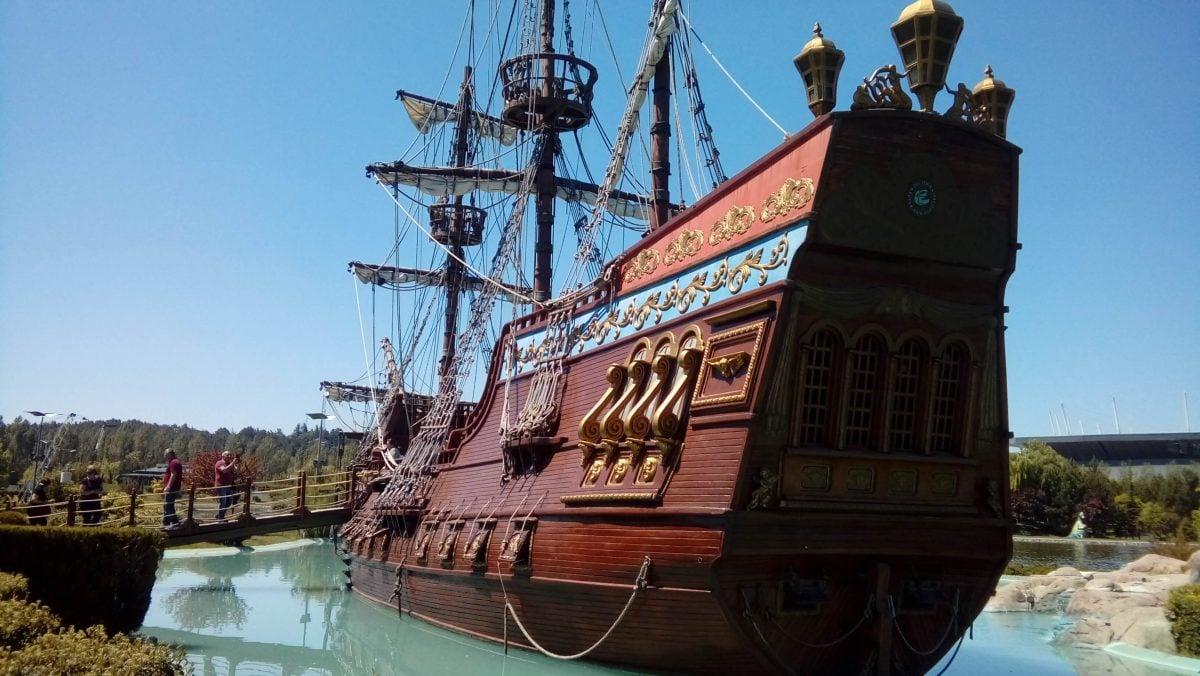 Sazova Parkı Korsan Gemisi arkadan bakış