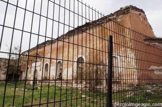 bakımsız bir kilise