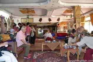 313-Abyaneh Köyü girişinde çay molası 11.5.2015