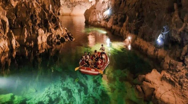 Türkiye'nin en uzun yeraltı gölüne ziyaretçi akını