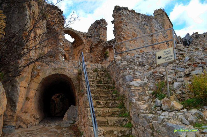 Kıbrıs Saint Hilarion Kalesi'ne Nasıl Gidilir