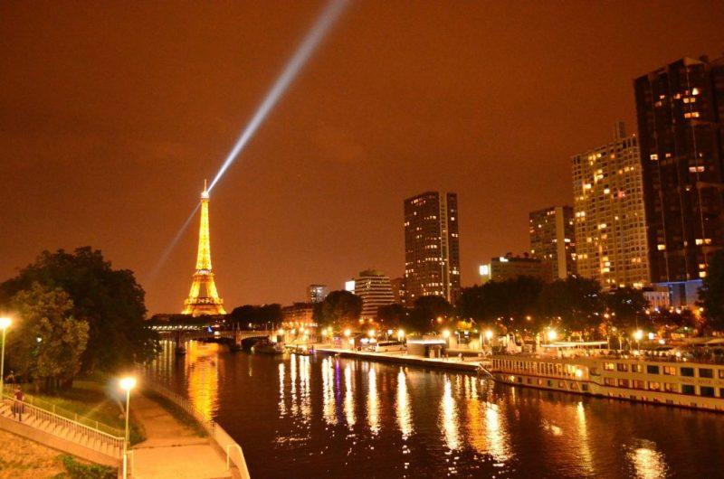 Paris Işıklar Şehri