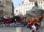 Eski Şehir meydanında Jan Hus heykeli