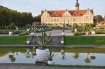 Saray bahçesi