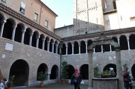 S. Stefano bazilikası iç avlusu