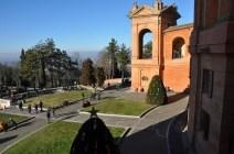 Madonna tapınağının bahçesi